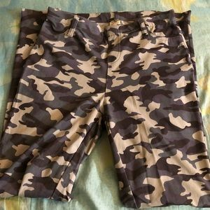 Pants - Camo jeggings